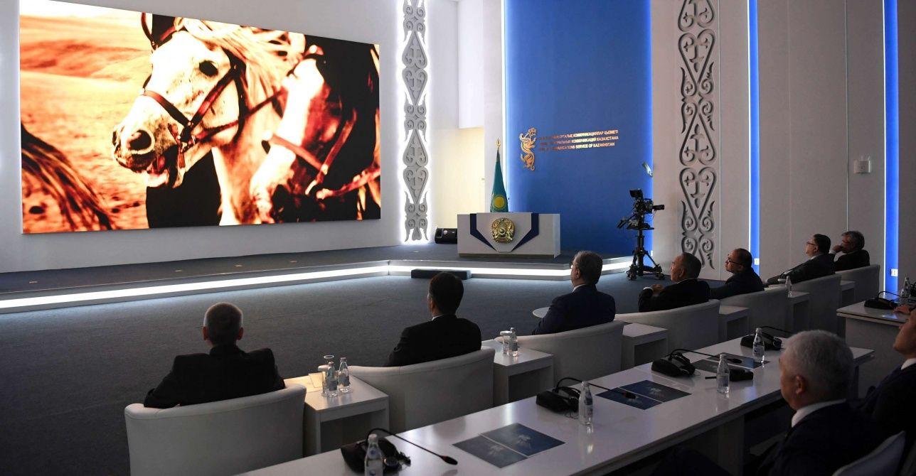Нурсултан Назарбаев посетил показ фильма «Equus: История Лошади»- Kapital.kz