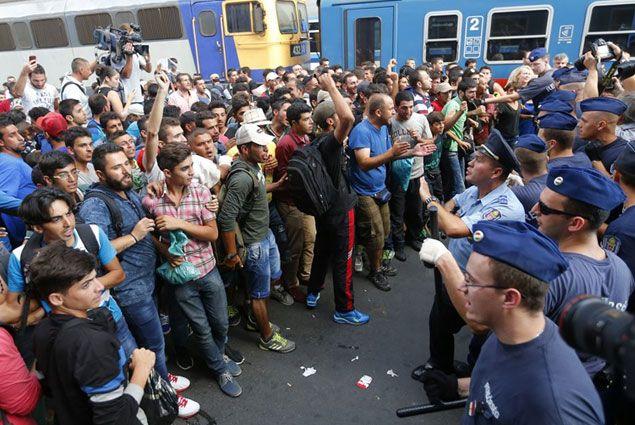 У вокзала в Будапеште начались столкновения мигрантов с полицией- Kapital.kz