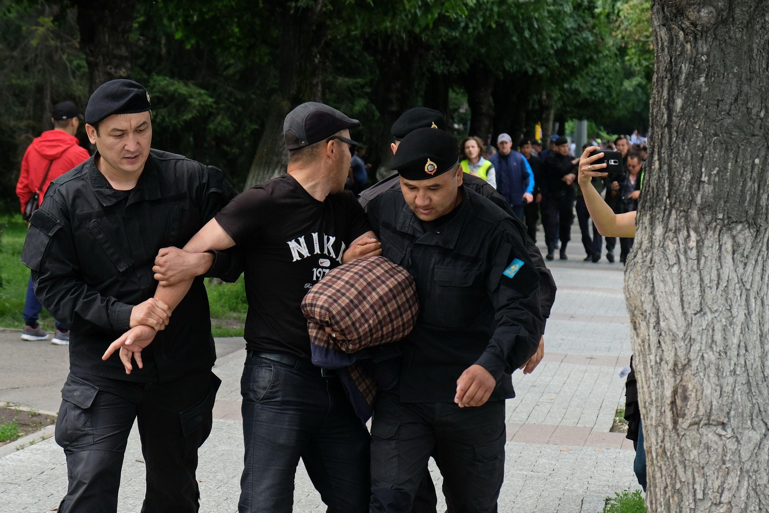 За участие в митингах наказано 957 человек- Kapital.kz