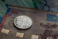 Доллар закрыл торги на отметке 422 тенге