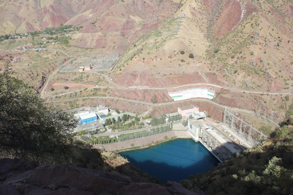Вид на гидроэлектростанцию с 300-метровой высоты