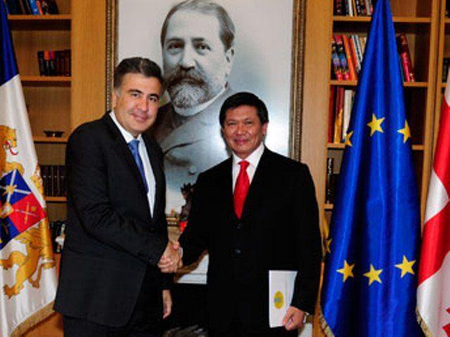 Ертысбаев вручил верительные грамоты главе Грузии - Kapital.kz