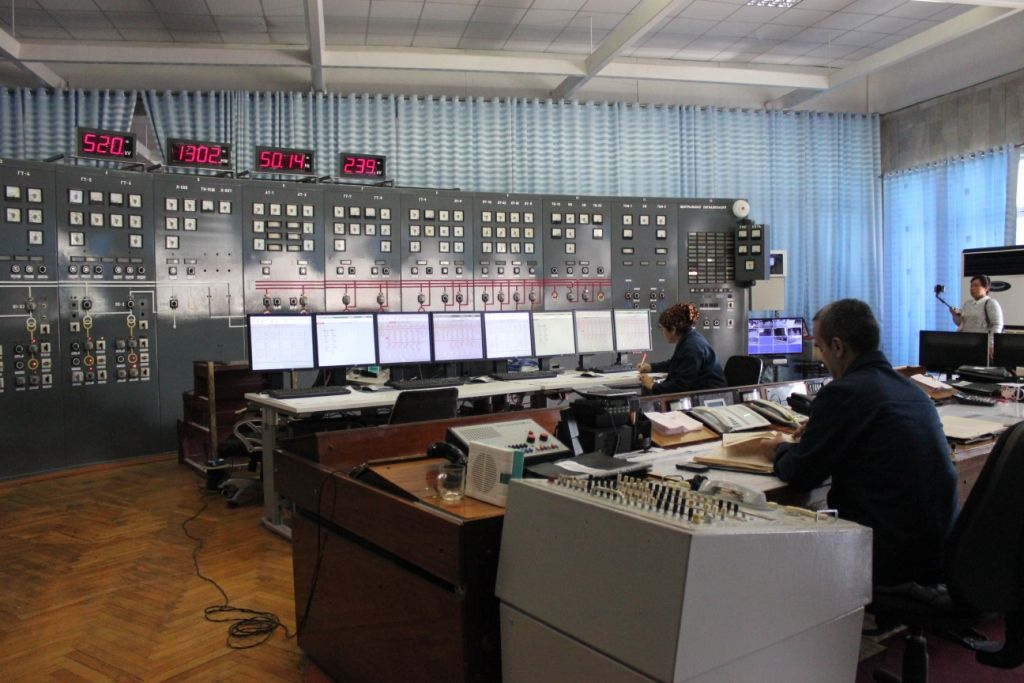 Центральный пункт управления Нурекской ГЭС.
