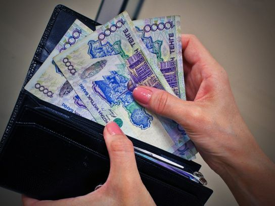 Зарплаты некоторых госслужащих выросли за год на 20%- Kapital.kz