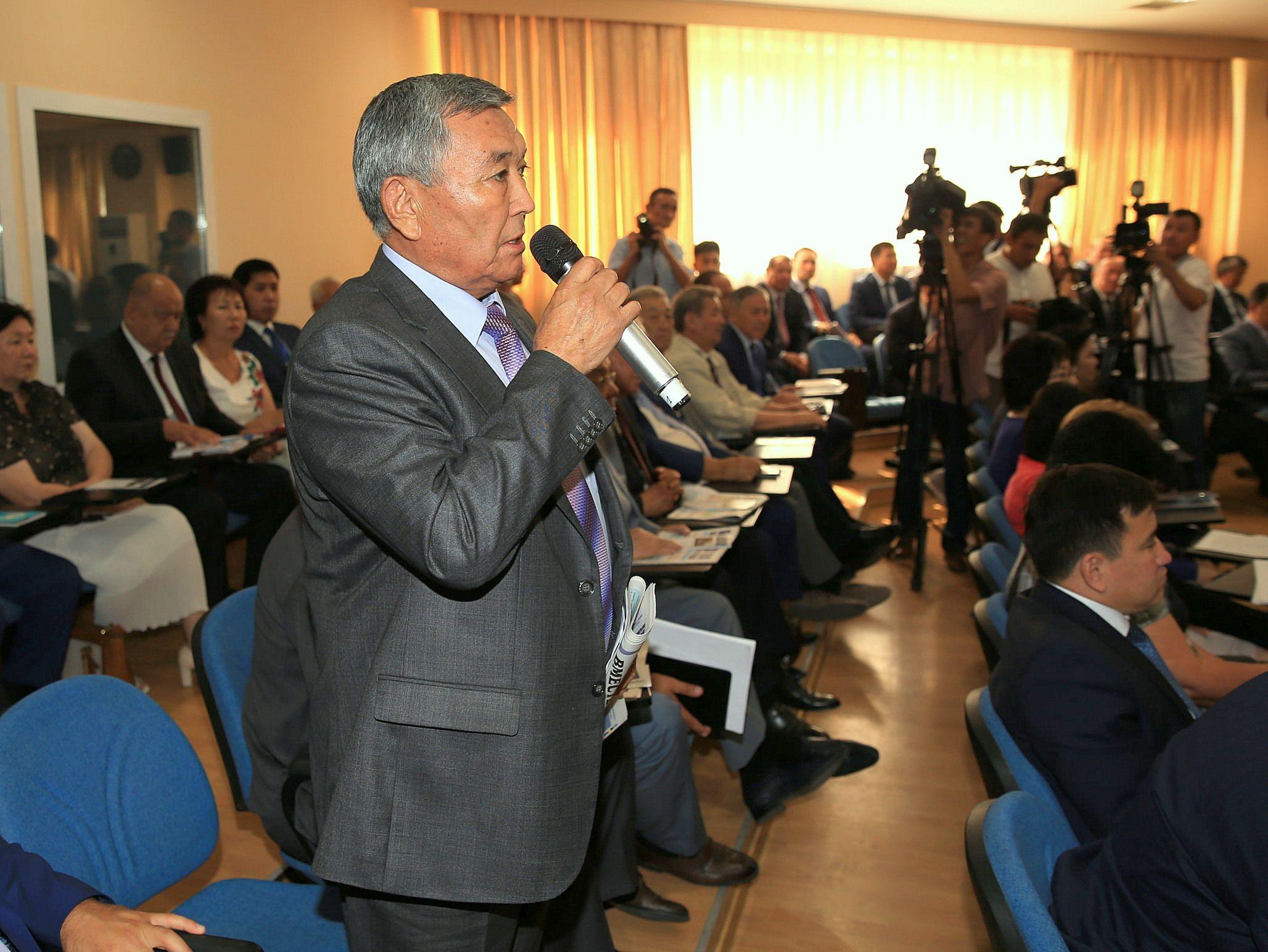 По информации акима Южно-Казахстанской области Бейбута Атамкулова, в регионе действует 11 вузов, 90 учреждений ТиПО и 1 053 школы. В 2016 году в области сданы в эксплуатацию две школы, завершается строительство еще 6.