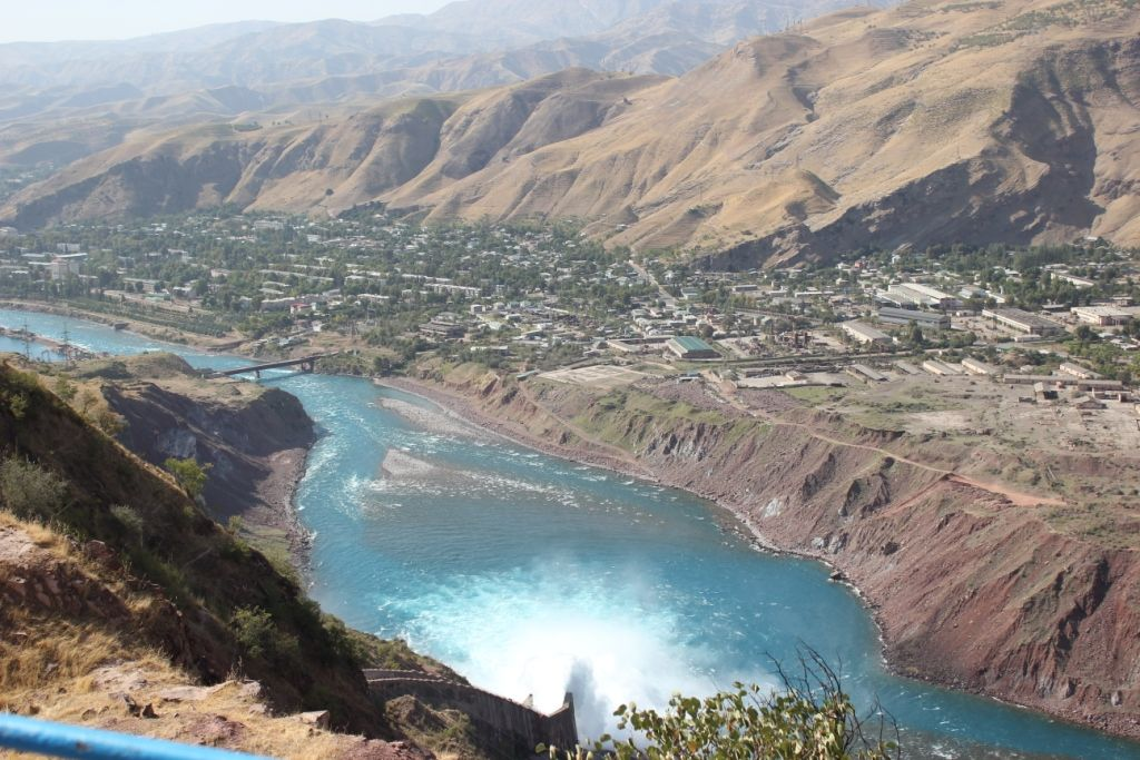 Вид на город Нурек с плотины