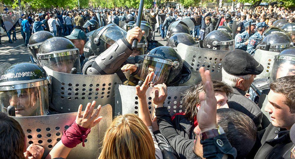 ВЕреване проходят массовые акции протеста- Kapital.kz