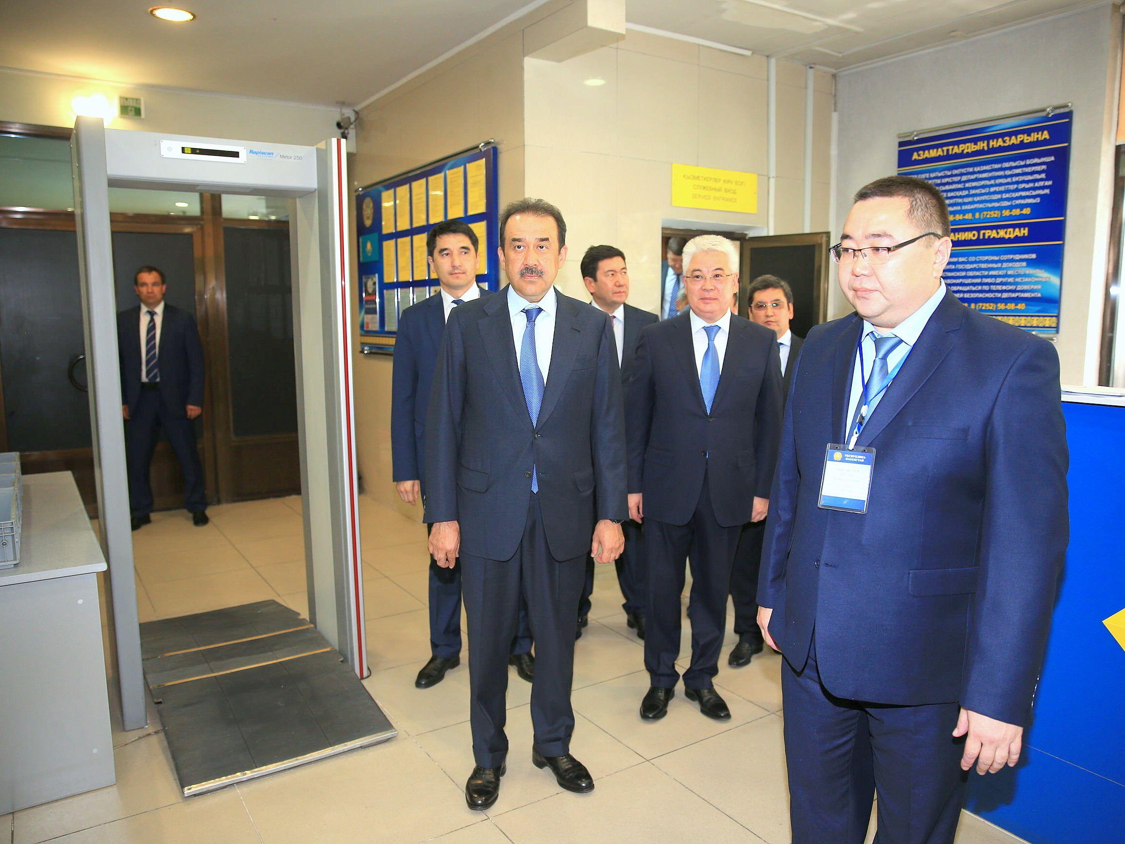 Проверка обеспечения мер безопасности в аэропортах и на вокзалах – обязательный пункт рабочих поездок премьер-министра по регионам.