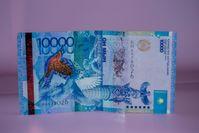 Максимальный курс продажи доллара в обменниках - 421,3 тенге