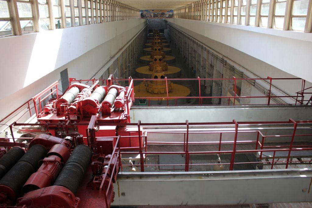 Турбинный (машинный) зал Нурекской ГЭС