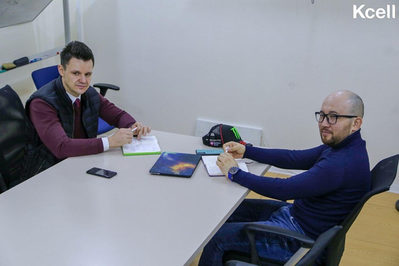 Нурболат Тилеуов (справа) и Александр Савельев (слева)