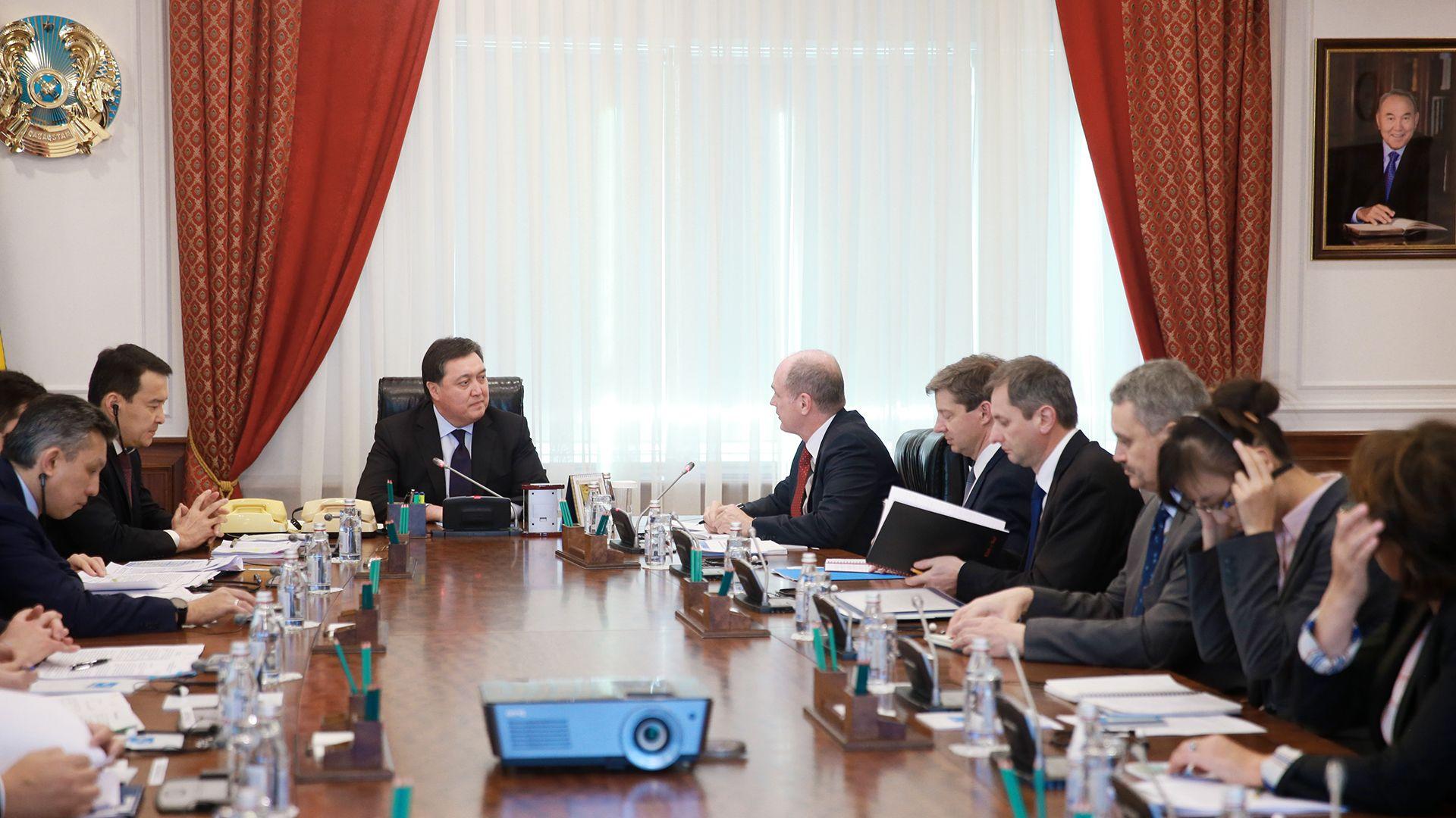 Аскар Мамин встретился с главой миссии МВФ по Казахстану - Kapital.kz
